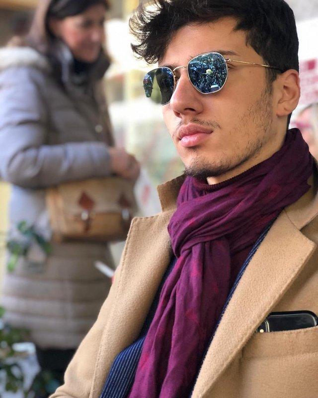 Як носити чоловічі сонцезахисні окуляри: правила етикету та трендові оправи - фото 329103
