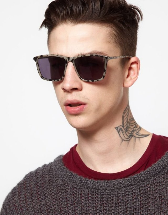 Як носити чоловічі сонцезахисні окуляри: правила етикету та трендові оправи - фото 329111