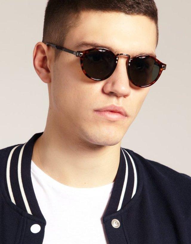 Як носити чоловічі сонцезахисні окуляри: правила етикету та трендові оправи - фото 329113