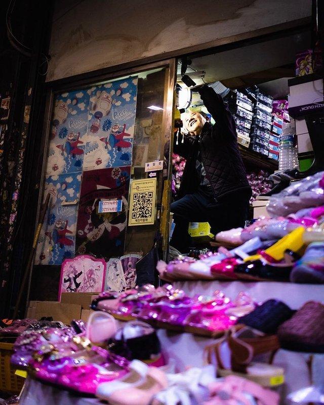 Життя у Сеулі: вуличні фото, які приковують погляд - фото 329454