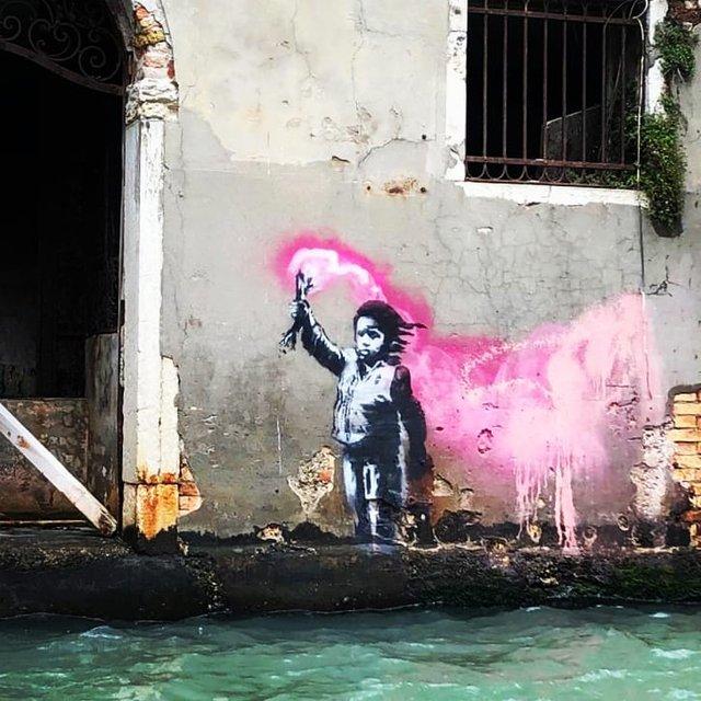 У Венеції з'явилось графіті Бенксі - фото 329612