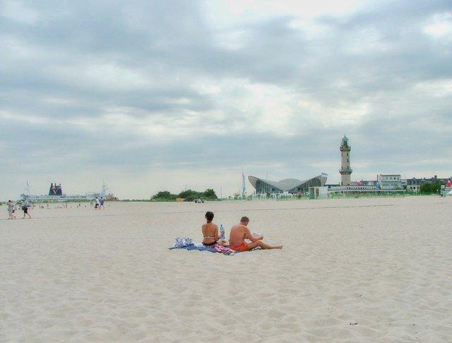 Як виглядає типовий німецький пляж, на якому можна все - фото 329640