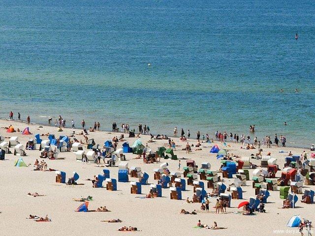 Як виглядає типовий німецький пляж, на якому можна все - фото 329647