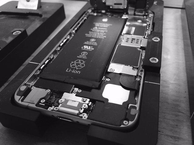 Китаєць приносив у сервісні центри підроблені iPhone і отримував замість них нові - фото 329677