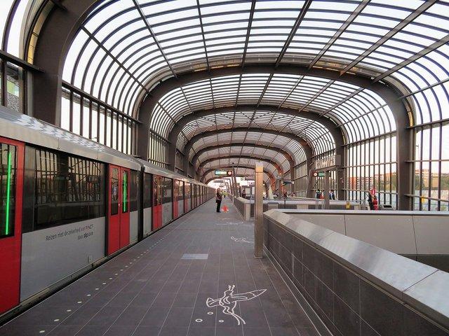 Проїзд на метро коштує три з лишком євро - фото 330591
