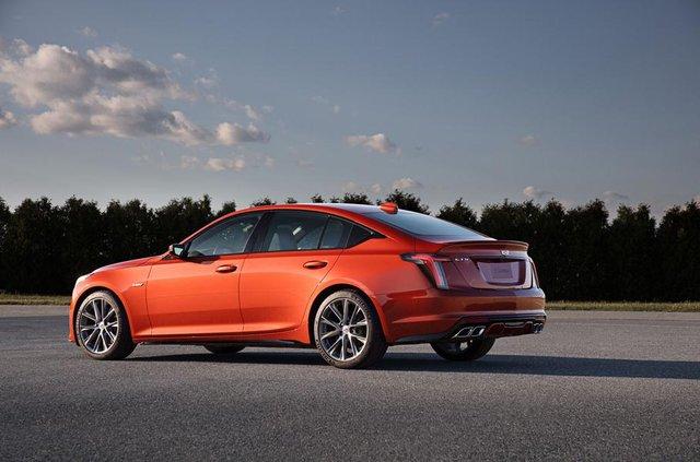 Cadillac представив два 'заряджені' седани - фото 331187