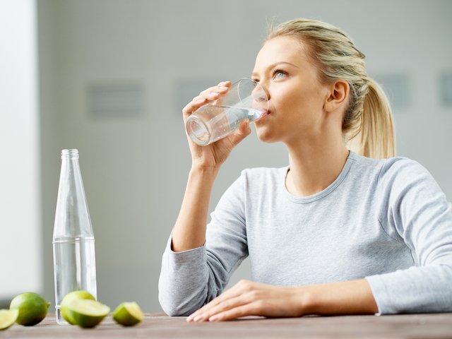 Випийте склянку води - фото 331210