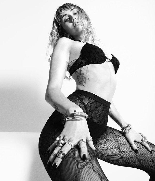 Майлі Сайрус знялася у зухвалому образі: пікантні знімки - фото 331300