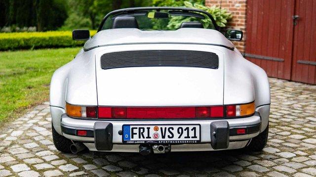 Тягач на мільйон: німець подорожує у фургончику, який везе Porsche 911 Speedster - фото 331433