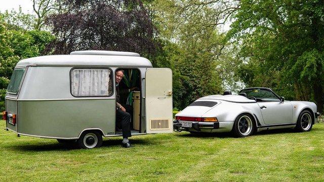 Тягач на мільйон: німець подорожує у фургончику, який везе Porsche 911 Speedster - фото 331438