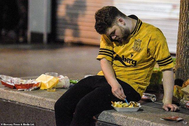 Як фанати святкували перемогу Ліверпуля: шалені кадри з Мадрида - фото 331469