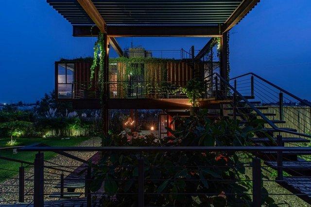 Як виглядає сучасний дім з вантажних контейнерів: яскраві фото - фото 331513