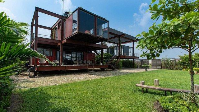 Як виглядає сучасний дім з вантажних контейнерів: яскраві фото - фото 331515