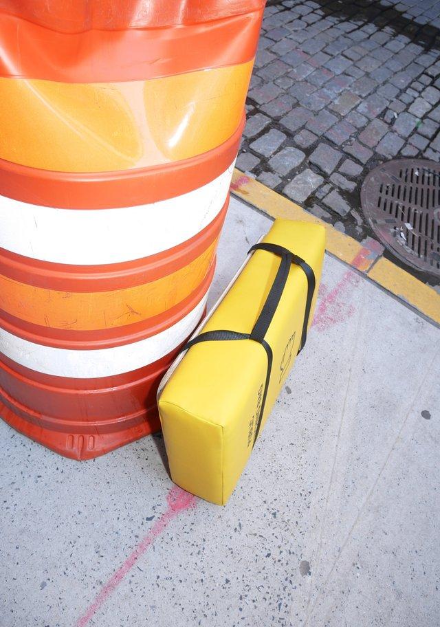 У Нью-Йорку з'явились мішки для розгніваних людей: фото - фото 331809