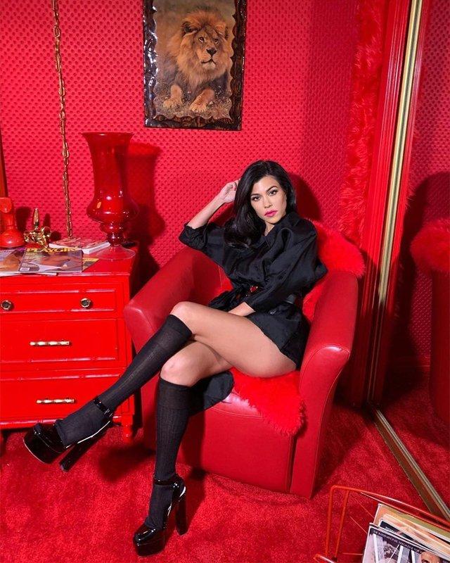 Сексуальна сестра Кім Кардашян розбурхала мережу (фото) - фото 331825