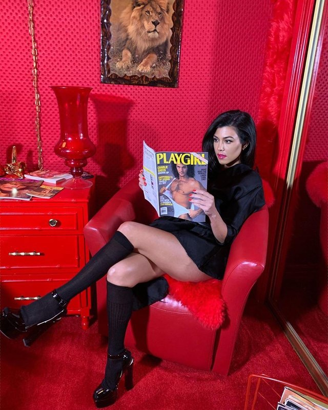 Сексуальна сестра Кім Кардашян розбурхала мережу (фото) - фото 331826