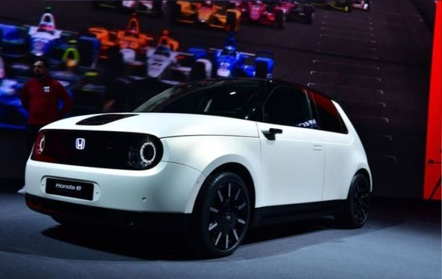 Honda влітку представить перший серійний електрокар - фото 331963