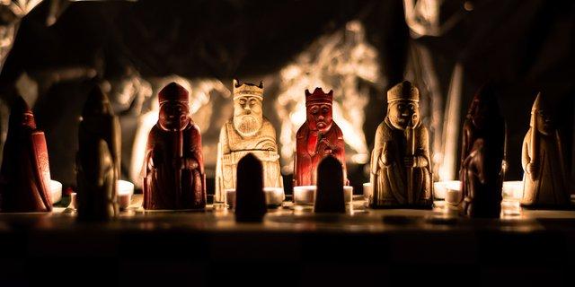 Забута шахова фігура виявилася реліквією, яку оцінили у мільйон фунтів стерлінгів - фото 332098