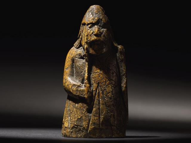 Забута шахова фігура виявилася реліквією, яку оцінили у мільйон фунтів стерлінгів - фото 332099