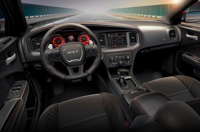 Dodge випустив 'похмуру' версію седана Charger SRT Hellcat - фото 332110