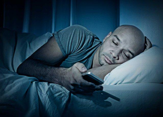 Не варто забувати про відмову від гаджетів перед сном - фото 332474