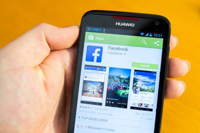 На нові смартфони Huawei не можна буде встановлювати додатки компанії Facebook  - фото 332576