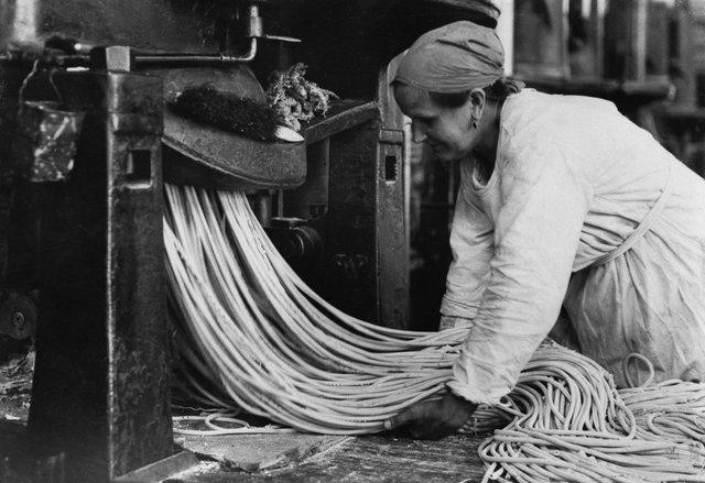 Як у ХХ столітті робили пасту: ретрокадри - фото 332585