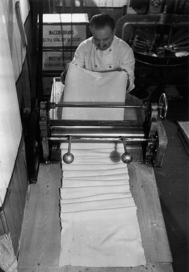 Як у ХХ столітті робили пасту: ретрокадри - фото 332595