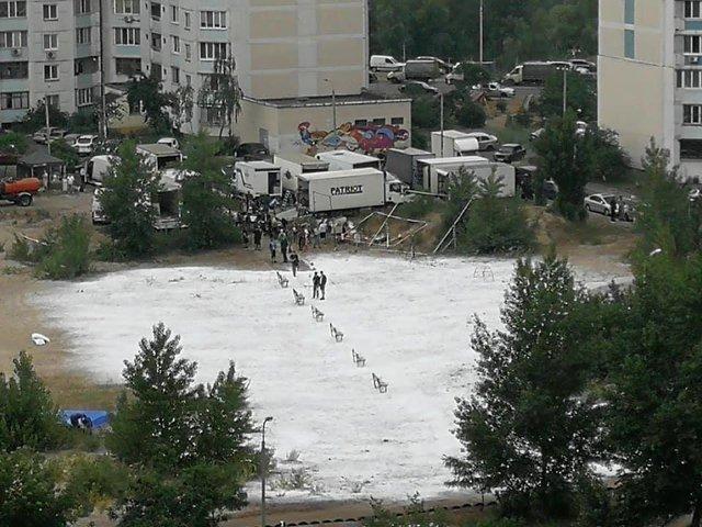 У мережі показали, як знімали сцену з Чорнобиля на Троєщині - фото 332613