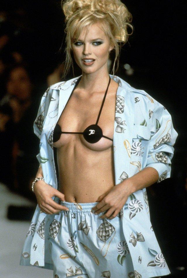 Моделі 90-х: як змінилася найсексуальніша чешка Єва Герцигова (18+) - фото 332692
