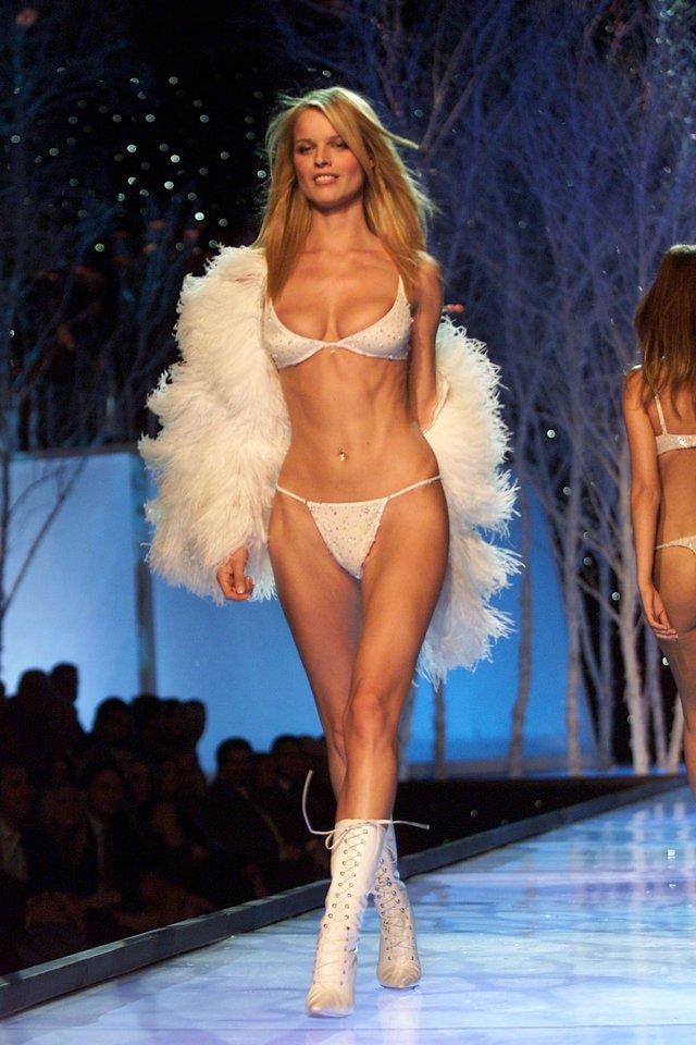 Моделі 90-х: як змінилася найсексуальніша чешка Єва Герцигова (18+) - фото 332693