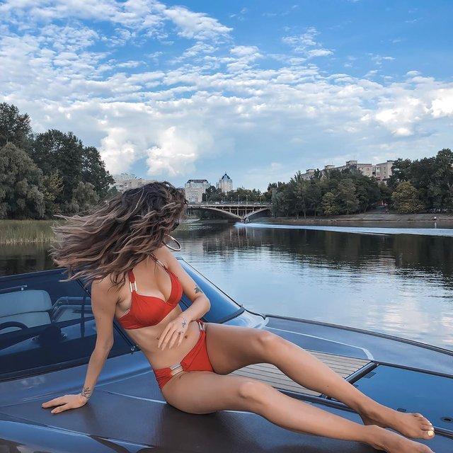 Надя Дорофєєва похизувалася спокусливим тілом у купальнику - фото 332926