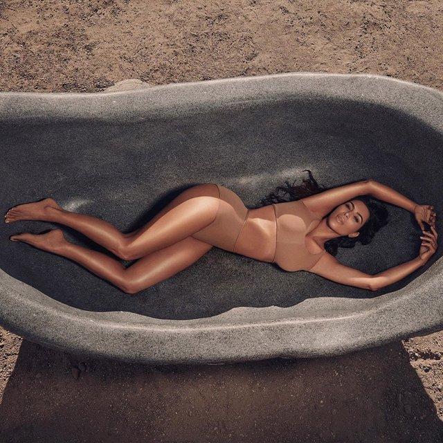 Кім Кардашян ледь помістилася у ванній - фото 332929