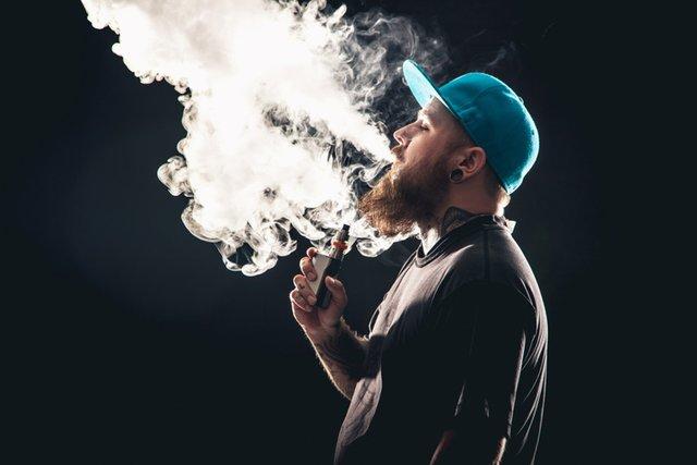Чоловік просто захотів викурити електронну сигарету - фото 333381