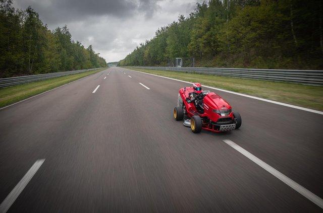 Газонокосарка Honda встановила новий рекорд Гіннеса - фото 333402