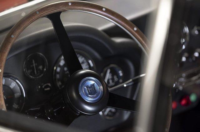 Aston Martin показав свій найдорожчий автомобіль - фото 333484