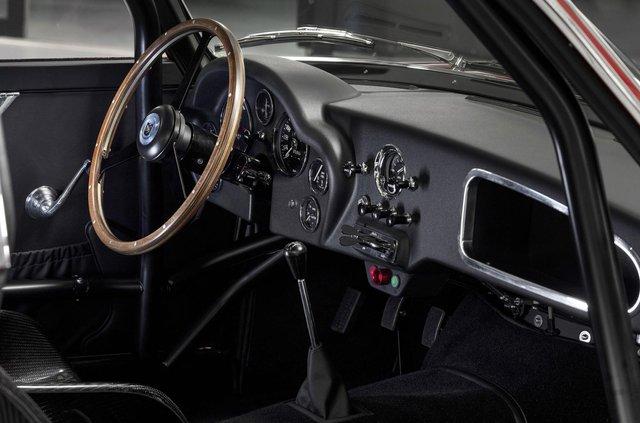 Aston Martin показав свій найдорожчий автомобіль - фото 333486