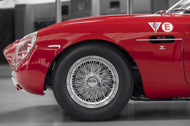 Aston Martin показав свій найдорожчий автомобіль - фото 333487