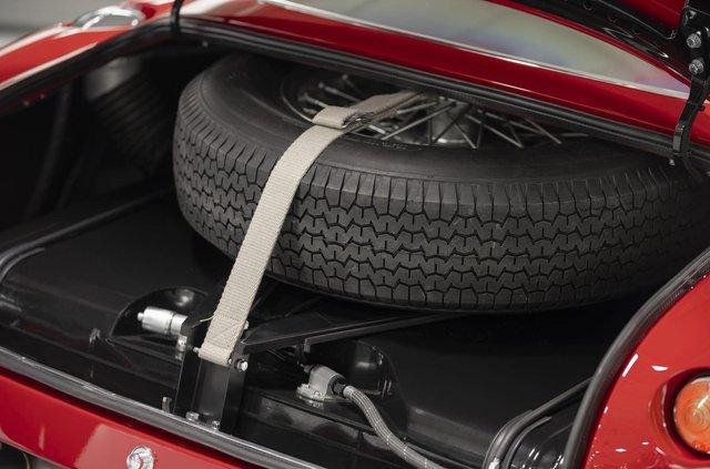 Aston Martin показав свій найдорожчий автомобіль - фото 333488