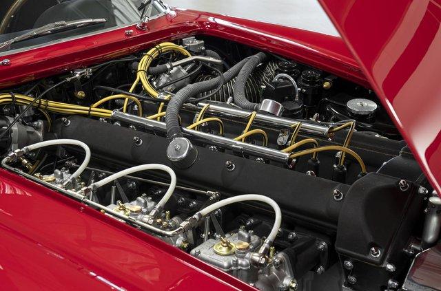 Aston Martin показав свій найдорожчий автомобіль - фото 333492