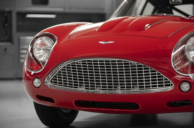 Aston Martin показав свій найдорожчий автомобіль - фото 333494