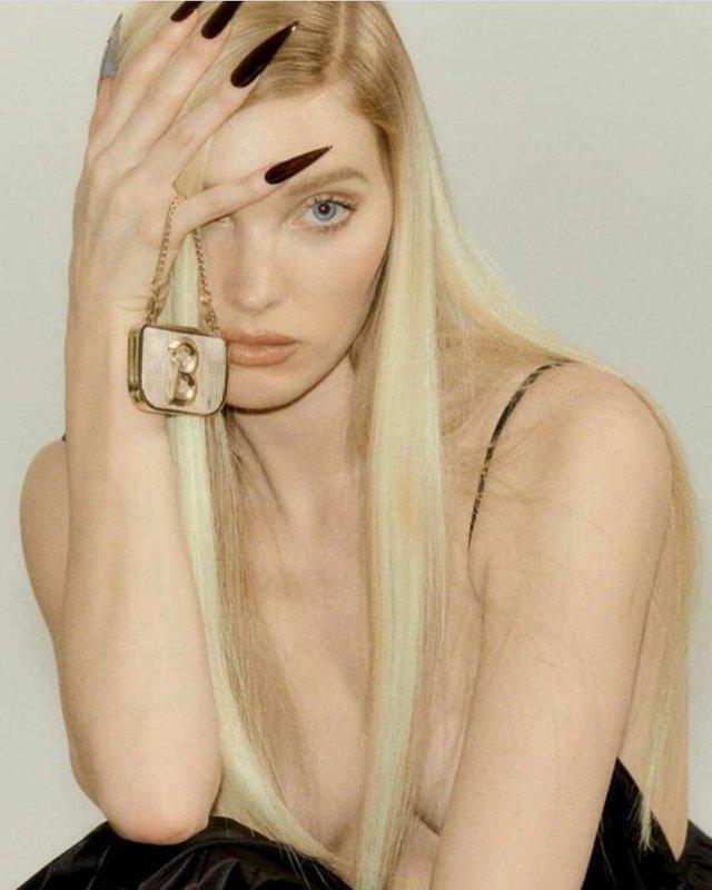 Сексуальна модель Ельза Хоск знялася напівоголеною: пікантні фото (18+) - фото 333501