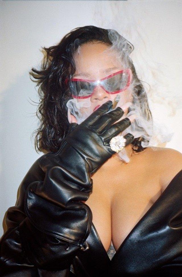 Rihanna показала пишні форми у леопардовому комбінезоні - фото 333510