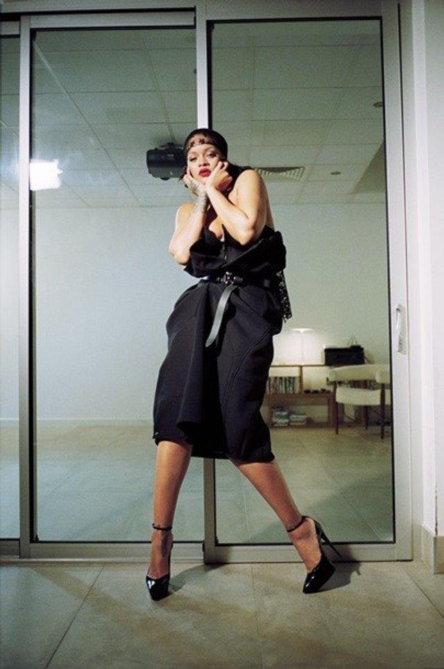 Rihanna показала пишні форми у леопардовому комбінезоні - фото 333511