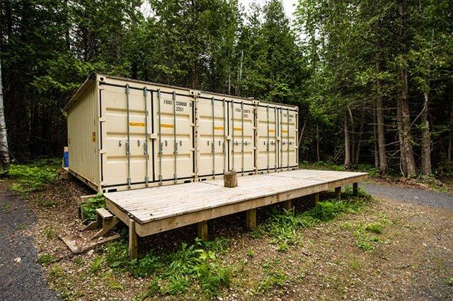 Хлопець купив три контейнери і зробив з них затишний будинок - фото 333633