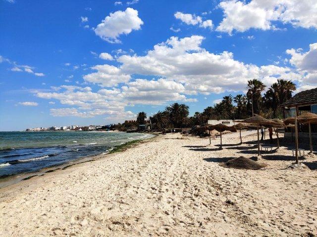 Місцевий пляж міста Сусс - фото 333641