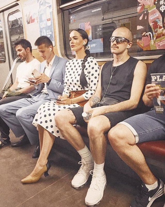 Спокуслива Даша Астаф'єва у метро викликала хвилю коментарів - фото 333934