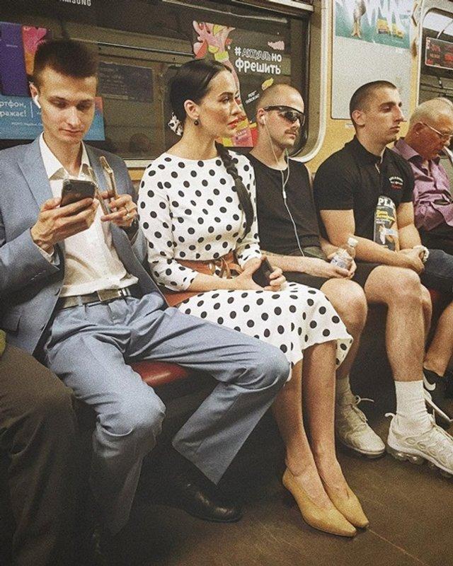 Спокуслива Даша Астаф'єва у метро викликала хвилю коментарів - фото 333935