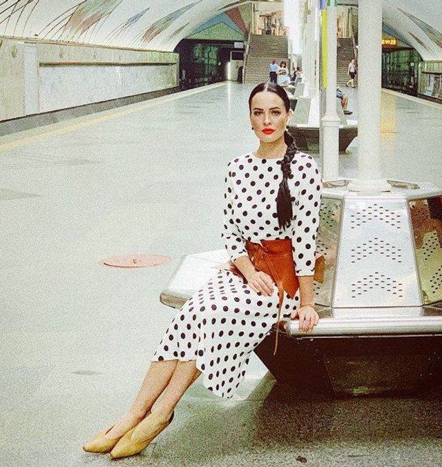 Спокуслива Даша Астаф'єва у метро викликала хвилю коментарів - фото 333936
