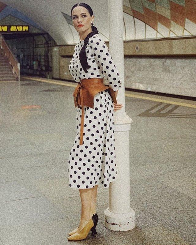 Спокуслива Даша Астаф'єва у метро викликала хвилю коментарів - фото 333937